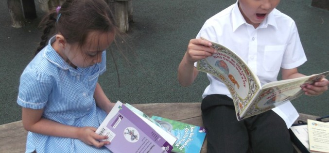 Year 3 read in the sunshine