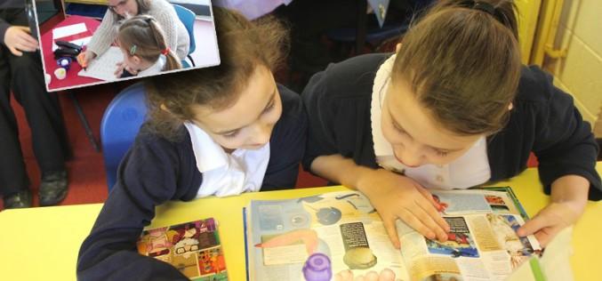 Parent volunteers support children reading