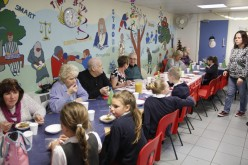 Photos: OAP's and Year 6 grandparents attend Christmas lunch