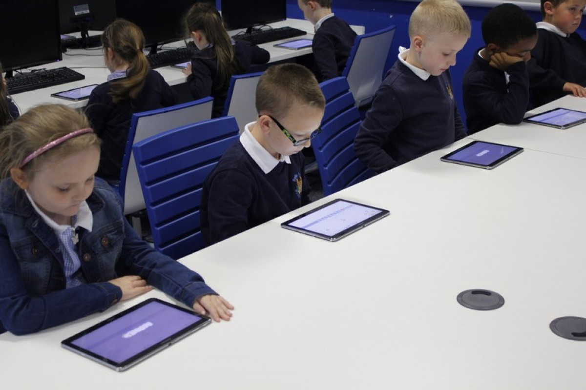 Year 2 learn programming at Samsung Learning Hub
