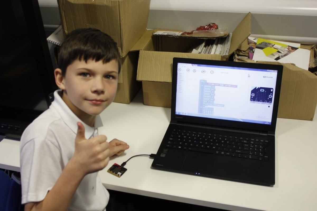 Year 6 program micro:bit at Harborne Academy